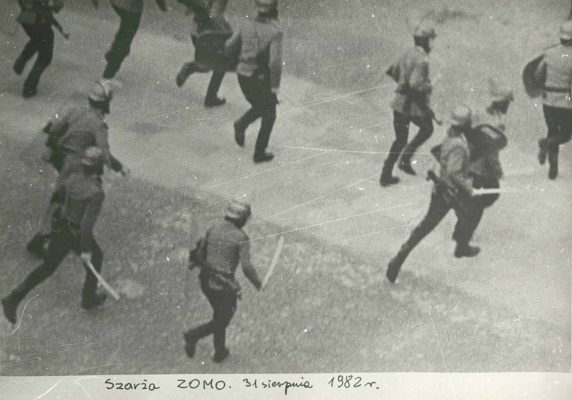 C.Y.K. Szarża ZOMO 31 sierpnia 1982 r.  [vintage print]